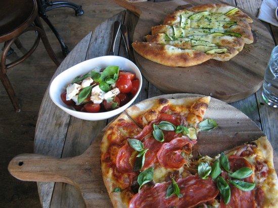 Cafe Fenice: Diavola pizza, tomato salad, zuccini foccaccia