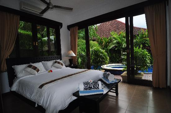 The Zen Villas: Poolside Tranquillilty Bedroom