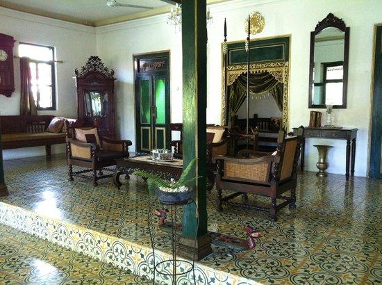 nDalem Gamelan Hotel : Living room
