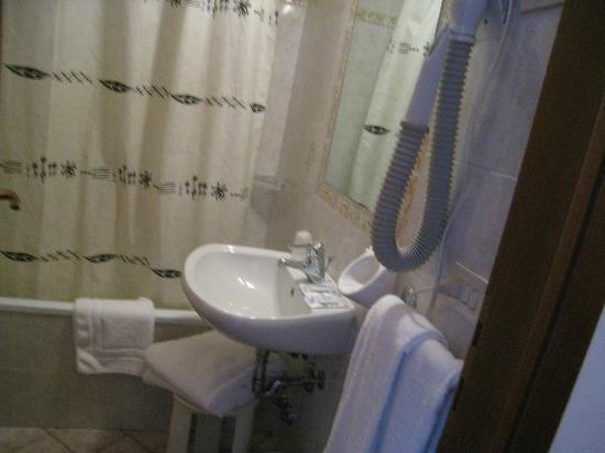 Lilium Hotel : バスルーム