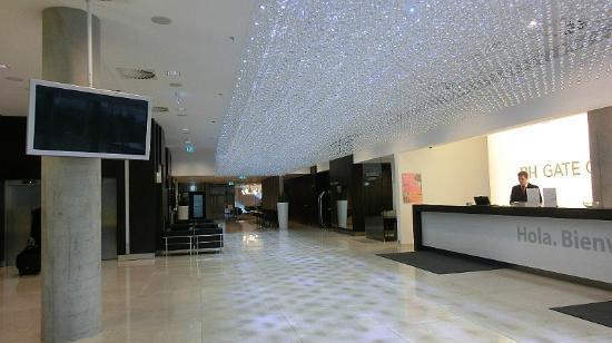NH Bratislava Gate One: Lobby