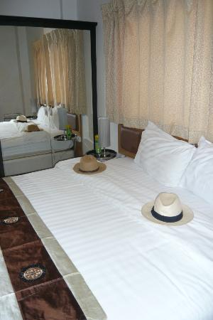 Nan's Hotel : A comfortable place to lay our hats