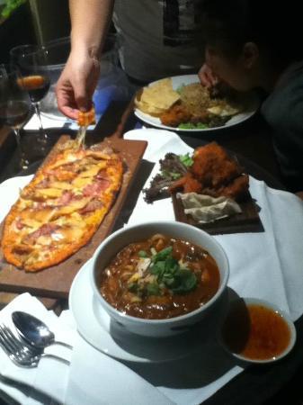 Casa del Rio Melaka: In-room dining - woodoven pizza & assam laksa