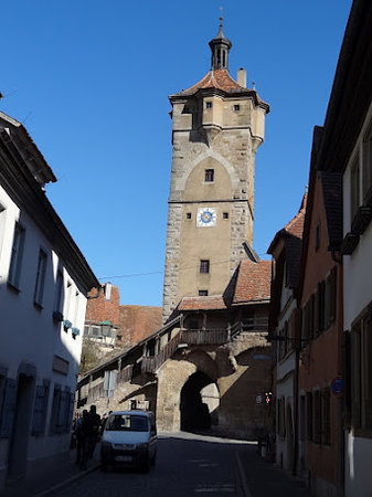 Altstadt: tower and access to the walls