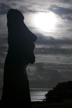 Ahu Tongariki: moai and full moon