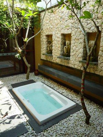 Ubud Green: Bumi 2 courtyard Jacuzzi