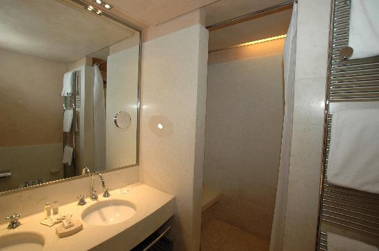 Palazzo Selvadego: bath room
