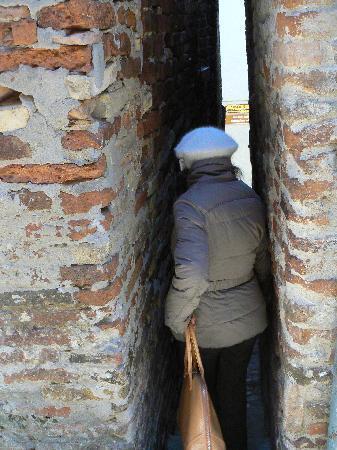 The Narrowest Alley in Italy: il vicolo più stretto d'Italia