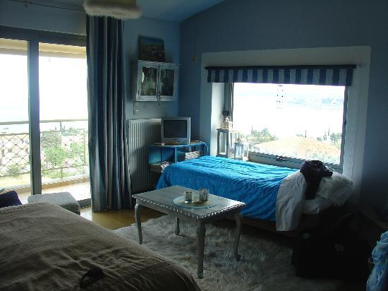 Apopsis: View of the bedroom