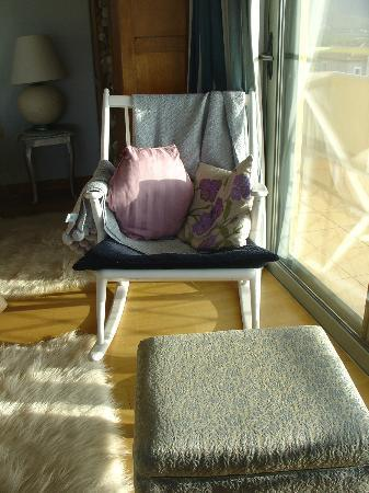 Apopsis Zoy's Guesthouse: Lovely touch: rocking chair