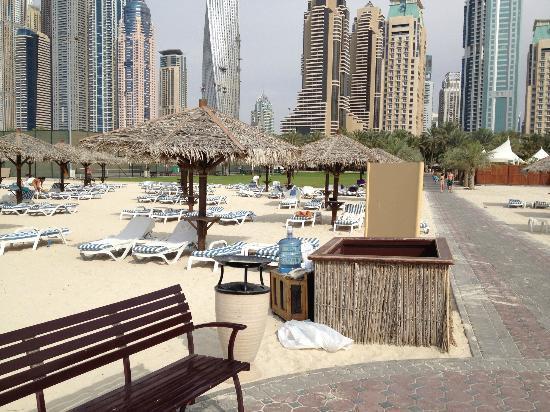 Habtoor Grand Resort, Autograph Collection: spiaggia acqua per i clienti
