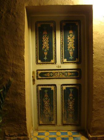Kasbah Tizimi: porte décorée