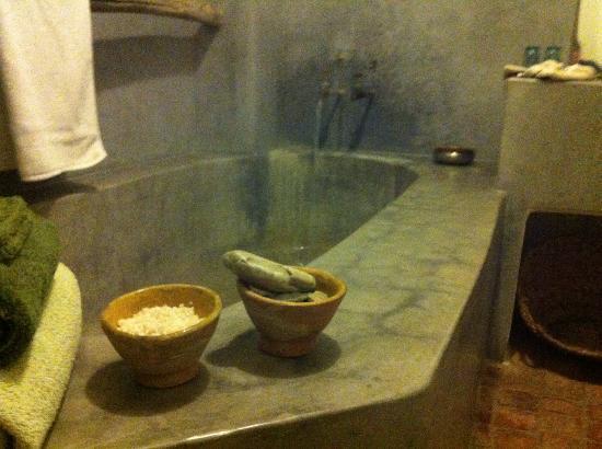 Dar Azaouia: Bathroom