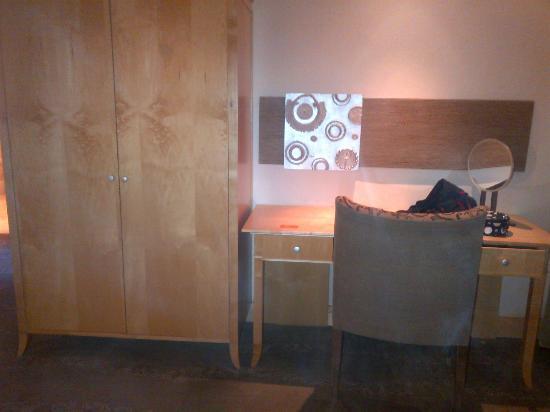 Sandton Sun: room