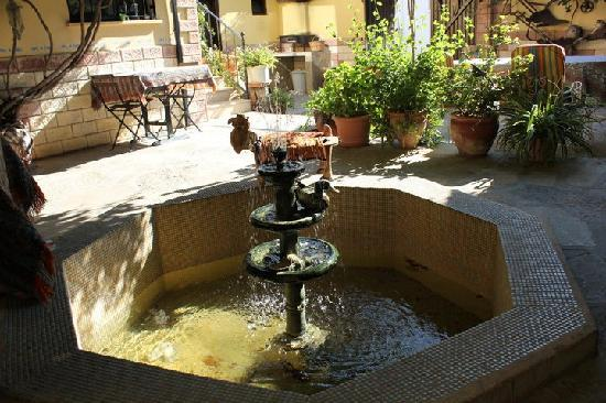 Tuncay Pension: il cortile