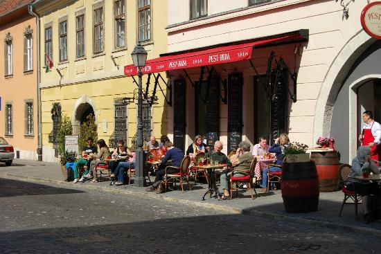 Baross City Hotel: Buda street cafe