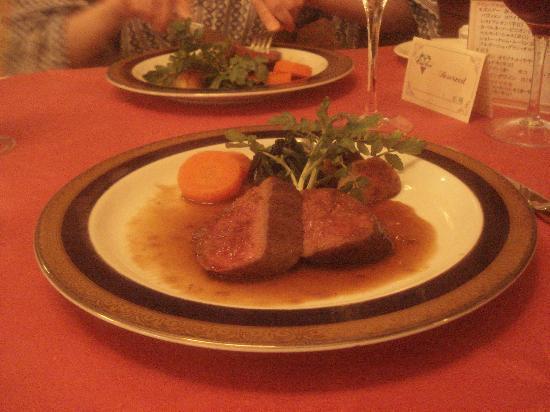 C'est bon : ディナーは本格フランス料理。