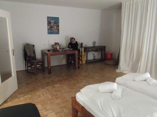 Pension Absolut Berlin : large bed/sitting area
