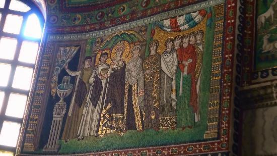 Basilica San Vitale: Basilica di San Vitale-mosaico 'Teodora e le sue dame'