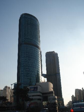 Sheraton Seoul D Cube City Hotel: Stunning View of Sheraton Seoul