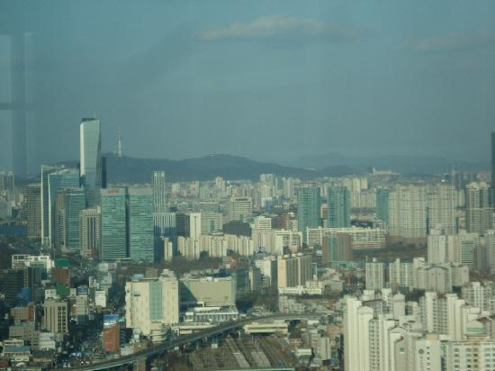 Sheraton Seoul D Cube City Hotel: View From Lobby