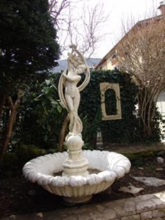 Hotel Costes: Beautiful grounds even in winter