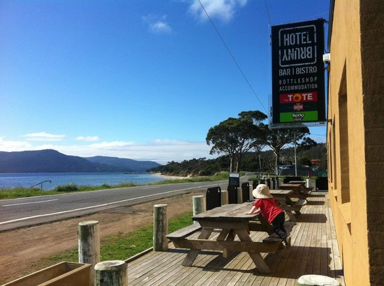 Hotel Bruny Bistro : Waterfront Deck Dining