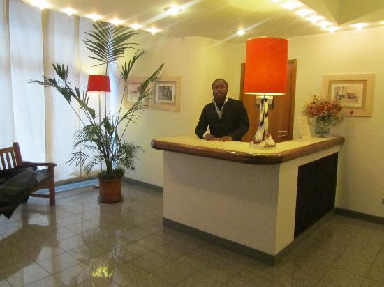 Residence & Hotel Aramis Milan Downtown: willy at reception