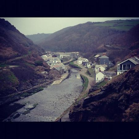 Lewis's Bed and Breakfast: Boscastle from Coastal Path Approach