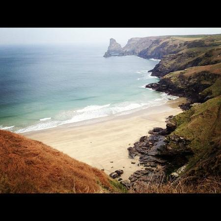 Lewis's Bed and Breakfast: Bossiney Beach