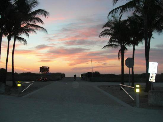 Lummus Park Beach : Sunrise at Lummus