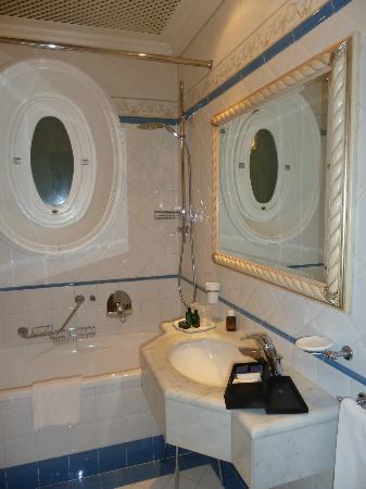 Hotel Armonia: salle de bains