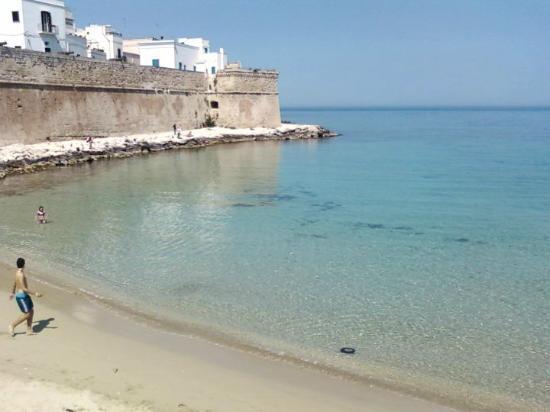 Porta vecchia dalla spiaggia picture of monopoli province of bari tripadvisor - B b porta di mare ...