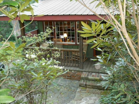Timberwolf Creek Bed & Breakfast: Black Bear Cabin in the Woods