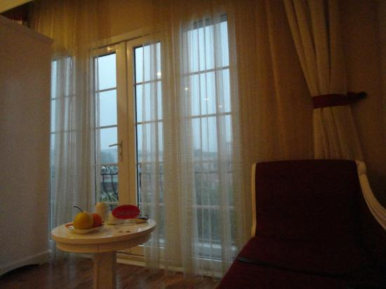Calypso Grand Hotel: french window/balcony
