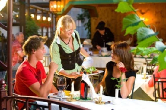 Hotel Neuwirt: romantischer Gastgarten