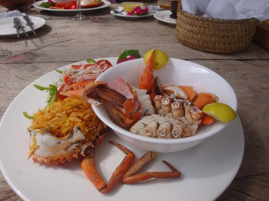 Che Shale: Delicious Mangrove Crab with Swahili rice and fresh red sweet tomato salad