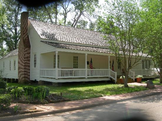 Sterne Hoya House Museum: Historic Site near downtown