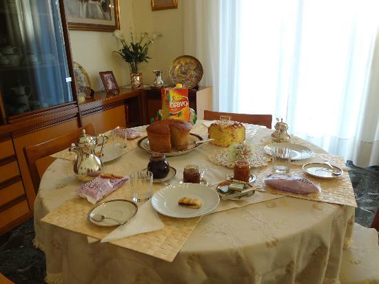 Casa Rachele B&B: Breakfast table
