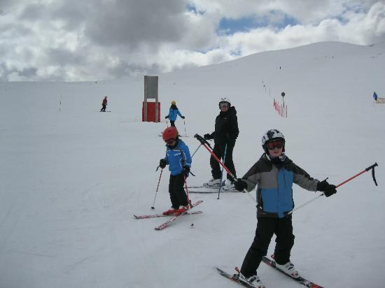 Residence Club mmv Le Hameau des Airelles: Hmmph . Boys beat us at skiercross.