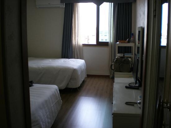 New Island Tourist Hotel: 部屋701