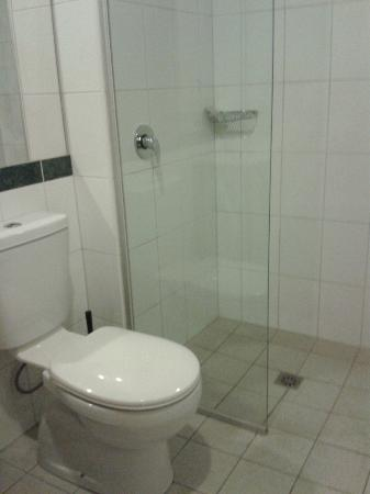YTI Garden Hotel: bathroom