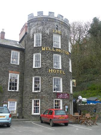 The Wellington Hotel: Our room was the top 4 windows in the turret!