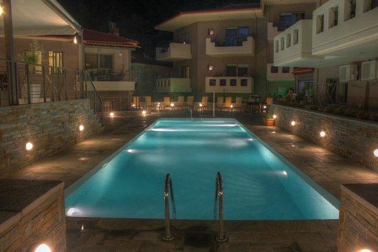 Ntinas Filoxenia: swimming pool