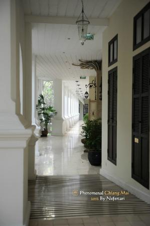 The Dhara Dhevi Chiang Mai: Colonial Suite corridor