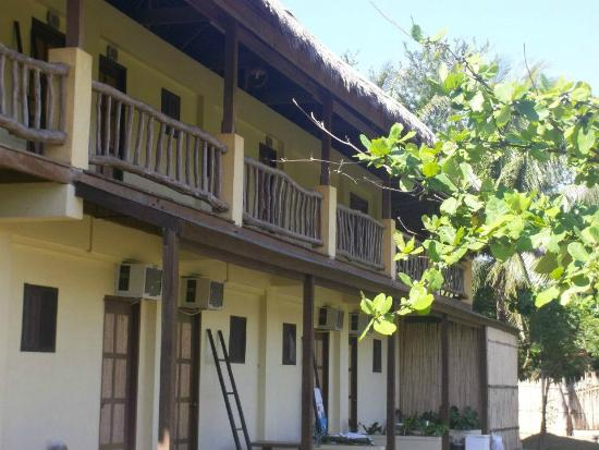 Lingayen, Filippinerna: family rooms back veranda