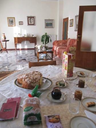 Casa Rachele B&B: A typical breakfast