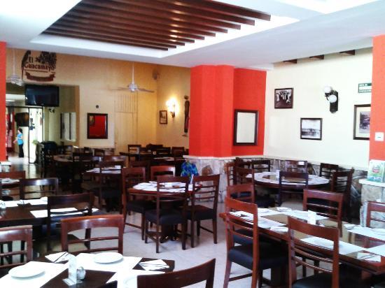 El Guacamayo: Area de restaurant