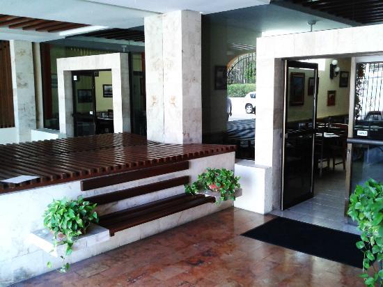 El Guacamayo: Lobby