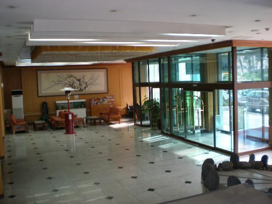 New Island Tourist Hotel: ロビー